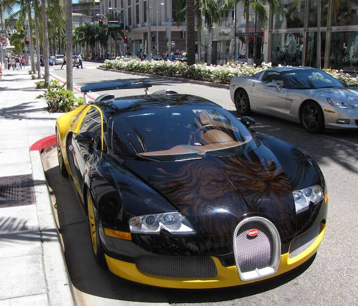 Bugatti Veyron on Rodeo Drive - front view